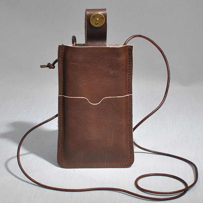 P.A.P Læder Etui m/ Kortholder & Neckband til Bl.a. iPhone 5 - Brun
