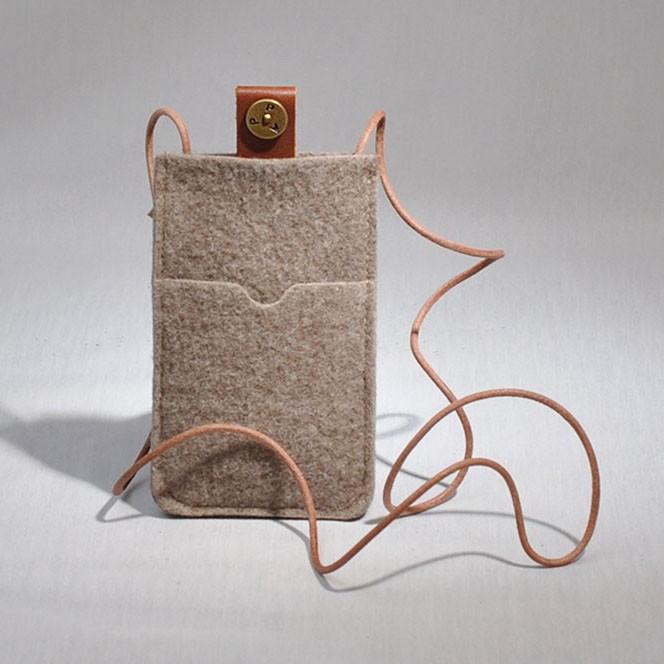 P.A.P Filt Etui m/ Kortholder & Neckband til Bl.a. iPhone 3G/3GS/4/4S - Sand