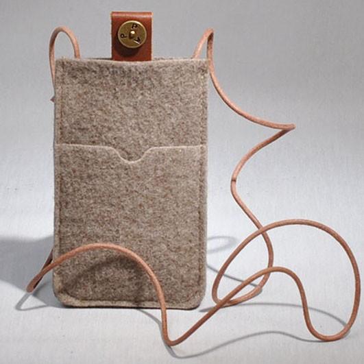 P.A.P Filt Etui m/ Kortholder & Neckband til Bl.a. iPhone 5 - Sand