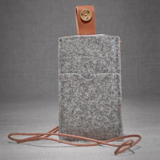 P.A.P Filt Etui m/ Kortholder & Neckband til Bl.a. iPhone 5 - Lysegrå